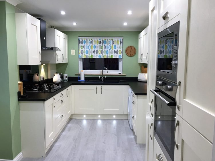 Fitted Kitchens Glasgow >> Kitchen Fitter Glasgow When Is A Kitchen Fitter Not A